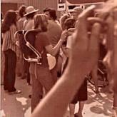 Bernd Friebe im Jahr 1978 mit Bart und Kinderrucksack bei einer Demonstration geen das Kernkkraftwerk.