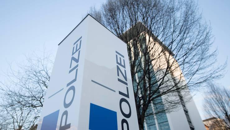 Die Luzerner Polizei fand am späten Mittwoch Abend eine Leiche in einer Wohnung in Meierskappel.(Symbolbild)
