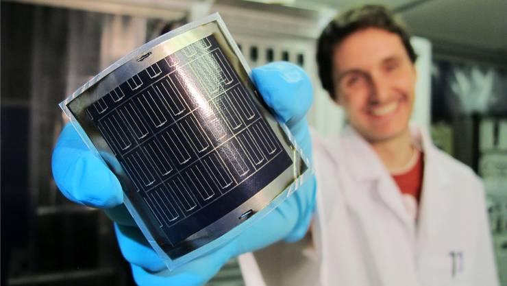 Hocheffiziente und flexible CIGS Solarzellen auf Polyimidfolie entwickelt mit einem neuen Prozess.