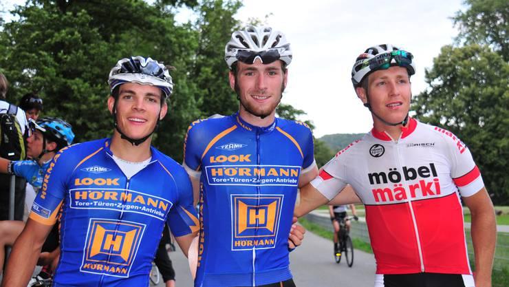 Das Rennen der Militärradfahrer wurde von Ivo Vogt, Zürich (Mitte) vor dem Aargauer Tobias Brutschi, Busslingen (rechts) und dem Ostschweizer Christoph Frei, Stein am Rhein, gewonnen.