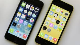 Das flache Design und die grössere Schrift sind die augenfälligsten Veränderungen beim neuen Betriebssystem von Apple.