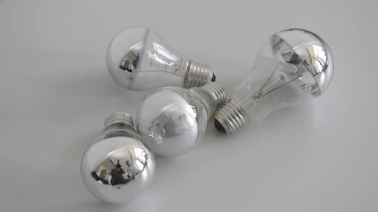 Diese alten Kopfspiegellampen mit 100 Watt Leistung waren in der Lampe angebracht.