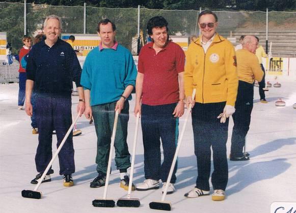 Philipp Locher als Präsident des Schlieremer Curling Clubs im Jahr 1981.
