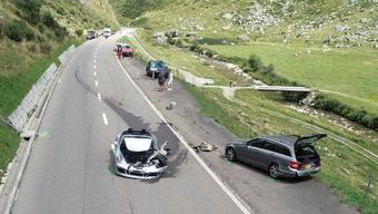 An den am Unfall beteiligten Fahrzeugen entstand grosser Sachschaden.