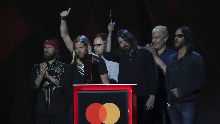 Die Foo Fighters gewinnen einen Brit Award als Beste Internatinale Gruppe.