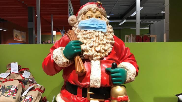 Dieses Jahr werden aufgrund der Coronapandemie viele Leute im kleinen Kreis Weihnachten feiern.