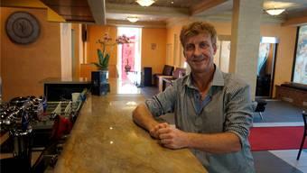 Robert Pietsch in der Bar im Parterre der «Villa Linde».
