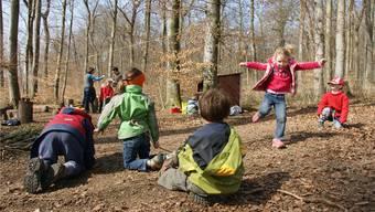 Im Waldkindergarten wird in und mit der Natur gelernt.