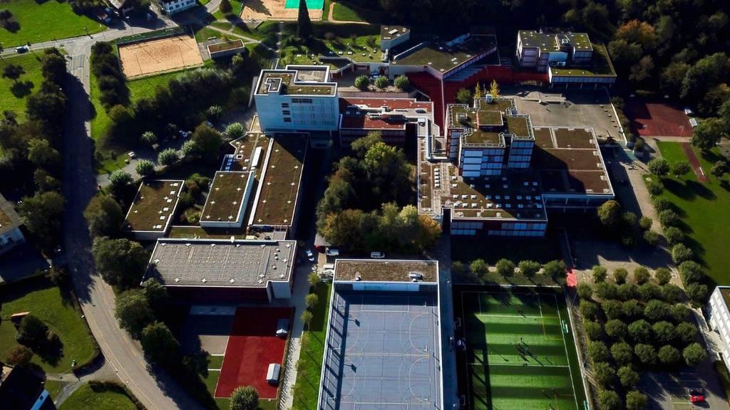 Auf dem Dach der Kantonsschule Zug soll Solaranlage installiert werden