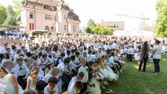 Im letzten Jahr fand die Morgenfeier erstmals im Simmengutpark statt, weil das Stapferschulhaus saniert wurde.SEVERIN BIGLER/Archiv AZ