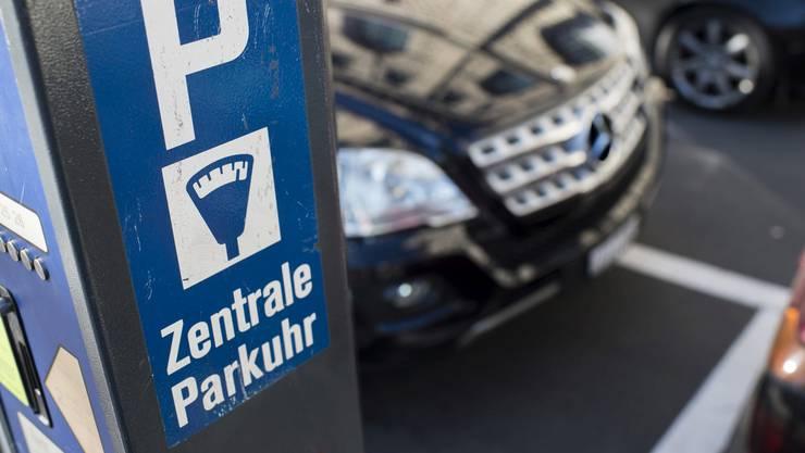 Mitglieder von Vereinen sollen von Gratis-Parking profitieren können. Dies verlangen die Einwohnerräte.
