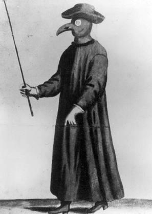Auch die mittelalterlichen Ärzte versuchten sich gegen Ansteckungen zu schützen: Sie visitierten Kranke in solchen Schutzmonturen.