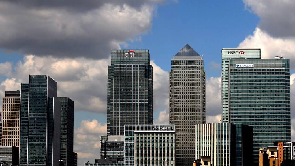 Britische Firmen sollen bis zu 10 Millionen Pfund Corona-Kredit erhalten. Im Bild das Londoner Bankenviertel Canary Wharf. (Symbolbild)