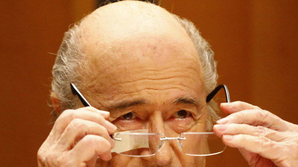 Muss mit etwas weniger Geld auskommen: Die FIFA strich ihrem gesperrten Präsidenten Sepp Blatter die Bonuszahlungen