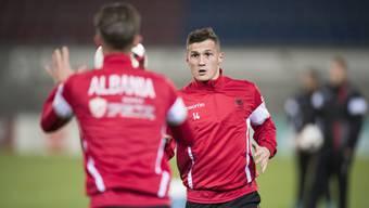Taulant Xhaka türmte nach dem 0:2 gegen Italien und trainierte schon am Montag wieder in Basel.