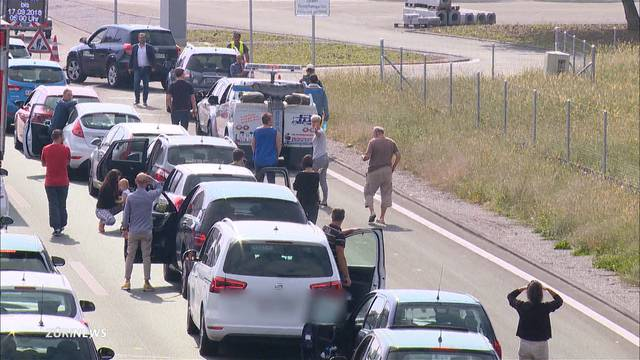 Mehrere Stunden Stillstand auf der Flughafen-Autobahn