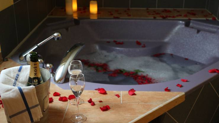 Dieses schöne Bad ist im Zimmer namens «Paris» versteckt.