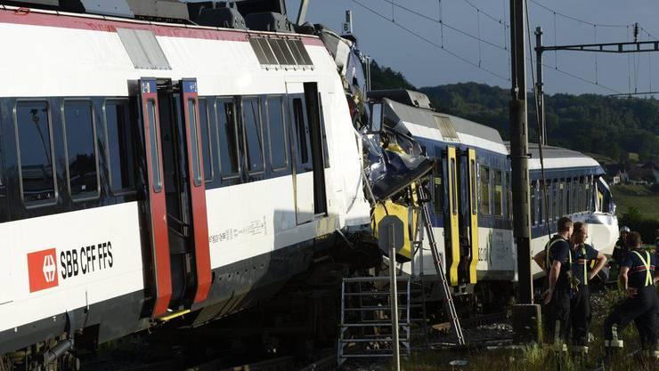 Beim Zugunglück in Granges-près-Marnand wurden 26 Personen verletzt. Ein Lokführer starb.