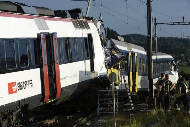 25 Personen wurden verletzt. 1 Lokführer starb.