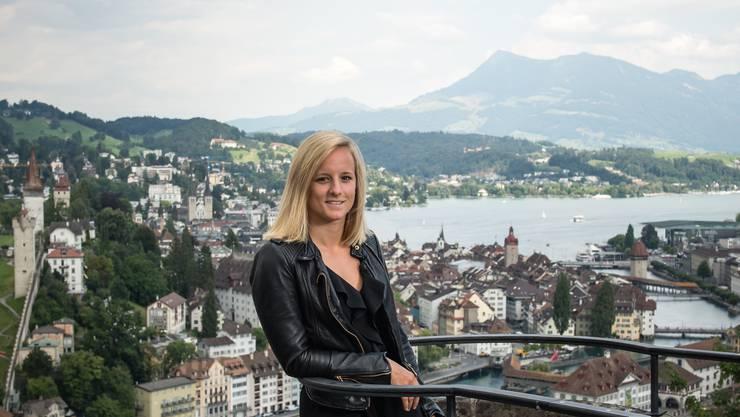 Lara Stalder im August 2020 auf der Terrasse des Château Gütsch.