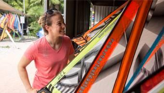 Michelle Gisin entscheidet sich für ein Segel und sagt: «Es braucht zu Beginn Mut, schnell zu surfen.»