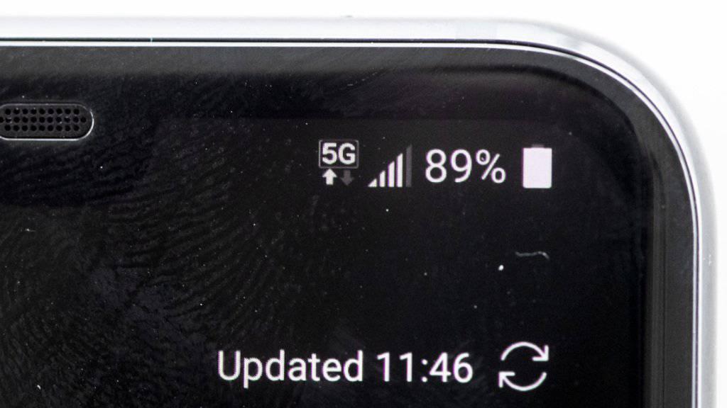 Die ersten 5G-Handys sind in der Schweiz ab Donnerstag erhältlich. (Archiv)