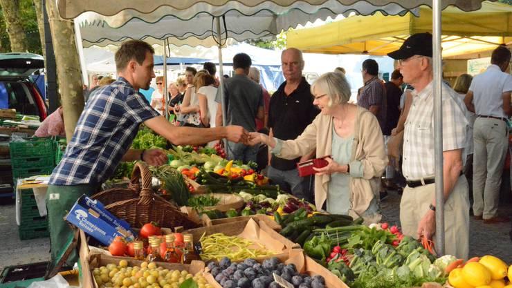 Die Initianten des Weihnachtsmarkt wollen den Platz des Wochenmarkts einnehmen. (Archivbild)