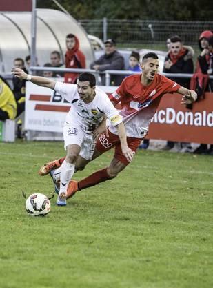 Shaho Maroufi wird unsanft vom Ball getrennt.