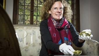 Hinter den zwei silbernen Jagdschalen in der Museums-Ausstellung verbirgt sich für Museumsleiterin Christine von Arx eine menschliche Tragödie.