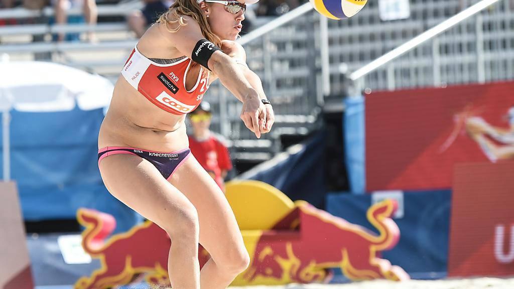 Trotz einer starken Leistung musste Nina Betschart (im Bild) zusammen mit ihrer Partnerin Tanja Hüberli in den Sechzehntelfinals als Verliererin vom Platz