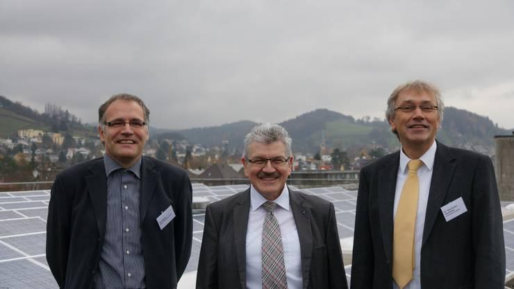 Von links: Urs Bhend, Geschäftsführer Bhend Elektroplan GmbH, Roland Brogli, Regierungsrat und Dr. H. R. Stauffacher, Rektor Kanti Baden.