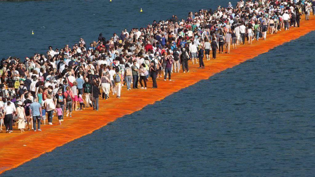 "Christos ""Floating Piers"" wegen schlechten Wetters geräumt"