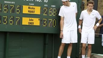 Das wird künftig nicht mehr möglich sein: John Isner (links) und Nicolas Mahut im Juni 2010 nach ihrem epischen Duell über mehr als elf Stunden