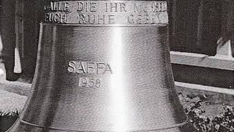 Ihr Gewicht ist mit 130 Kilo bescheiden, ihr Ton hoch und eigenwillig. Mit dem Leiterwagen holte die Unterentfelder Schuljugend 1960 das Glöggli in Aarau ab.