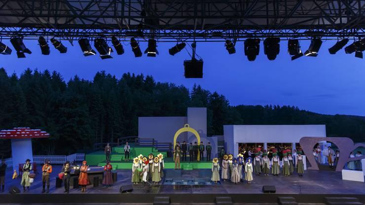 Grosses geleistet: Die Chormitglieder, die Solisten, das Orchester, die Statisten und die Rollenträger überzeugten auf der gewaltigen Bühne.