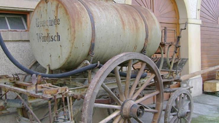 Dieser Spritzwagen und weitere Kommunalfahrzeuge der Gemeinde Windisch warten im Ortsmuseum Schürhof auf Besucher. NN