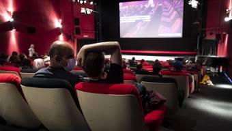 Im Kino bleibt jeder zweite Sitz leer.