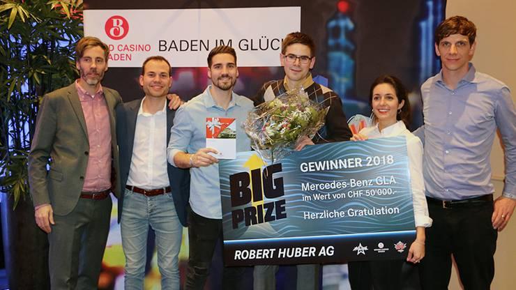Gewinner Foto (v.l.n.r.) mit Beat Lehmann (Grand Casino Baden), Ralph Steiner (Moderator), Andy Moor (2. Platzierter), Severin Jörg (Gewinner), Céline Werdelis (Moderatorin), Adrian Zumstein (Robert Huber AG)