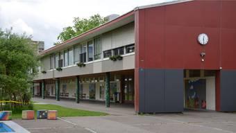Das Schulhaus Dohlenzelg soll einem Ersatzneubau weichen.