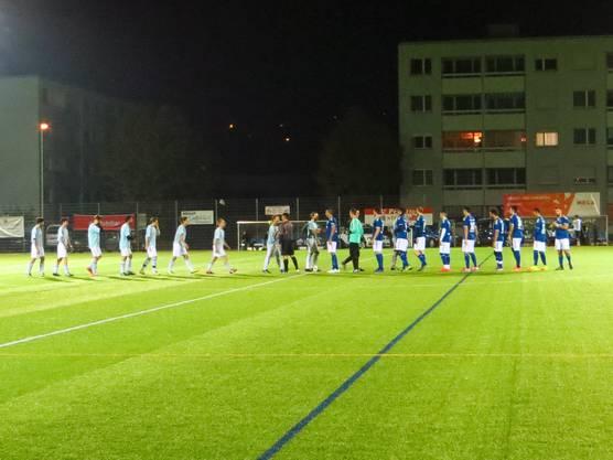 Die Begrüssung  vor dem Spiel (FC Arisdorf und FC Frenkendorf)