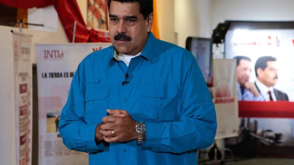 Venezuelas Präsident Nicolás Maduro versucht mit der Anhebung des Mindestlohns die aufgebrachten Gemüter in seinem Land wieder besänftigten zu können.