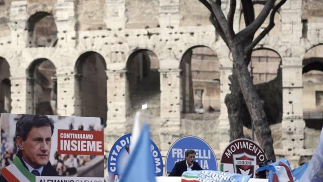 Wahlkampf vor dem Kolosseum: Roms Bürgermeister Gianni Alemanno