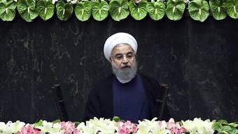 Ruhanis Geduld neigt dem Ende: Sollten die USA weitere Sanktionen gegen sein Land installieren, will der Iran aus dem Atomabkommen aussteigen.