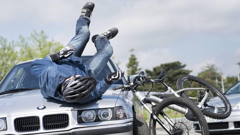 Zwei Unfälle, weil Vortritt von Fahrradfahrern missachtet wurde