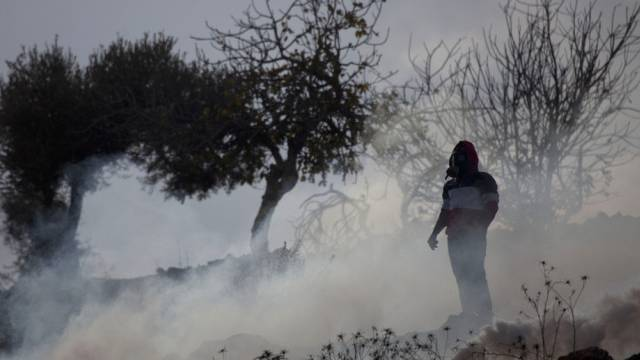 Palästinenser im Tränengas bei Protesten nahe Ramallahs