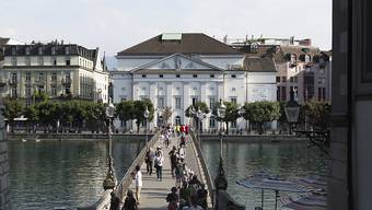 """Das Luzerner Theater an der Reuss stellt die kommende Saison unter das Motto """"Zeit der Zukunft"""". (Archivbild)"""