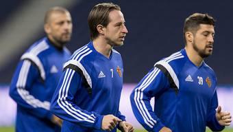 Luca Zuffi (Mitte) hat sich beim FC Basel schneller als erwartet etabliert.
