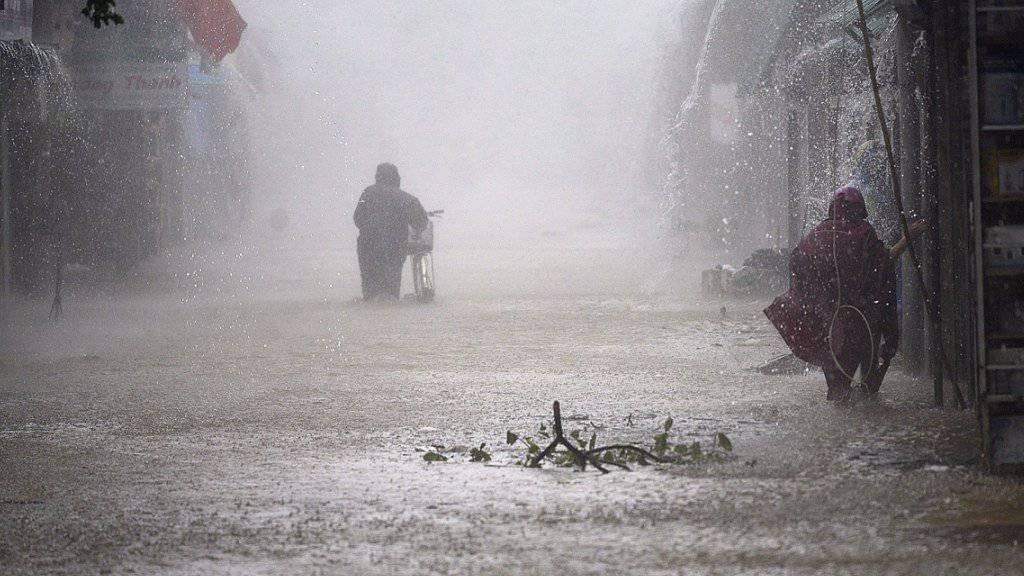Überschwemmte Strasse in Cua Lo
