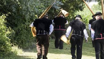 Das 62. Zentralschweizer Jodlerfest in Schötz ist zu Ende. Zehntausende erfreuten sich an den Darbietungen mit Jodeln, Fahnenschwingen sowie Alphorn- und Büchelblasen.
