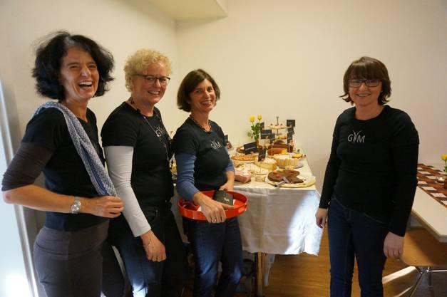 Die Frauen der Gymnastikgruppe Satus Schlieren sind die freundliche Bedienung der selbstgemachten Kuchen